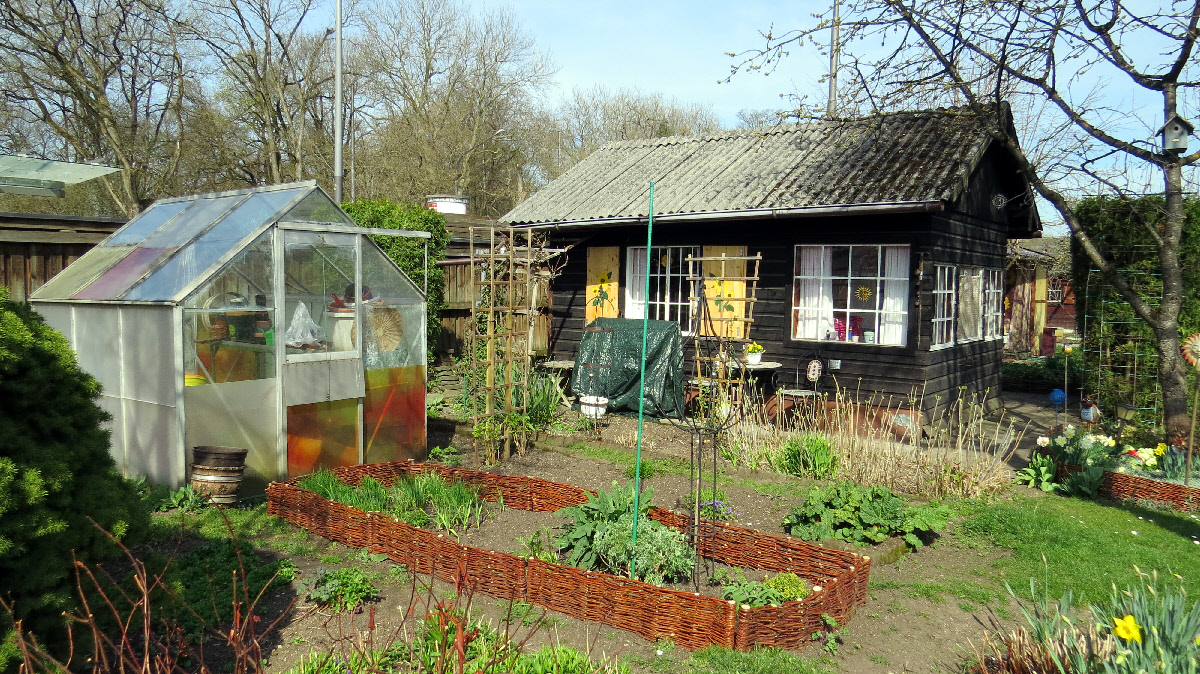 garden allotments in munich weekend houses with grit. Black Bedroom Furniture Sets. Home Design Ideas