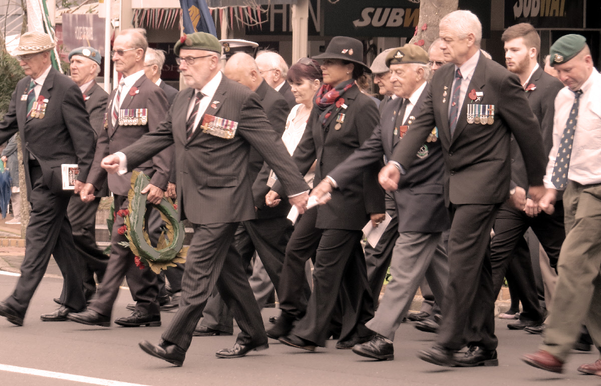Pondering how to wear your ANZAC poppy correctly? | Rediscover